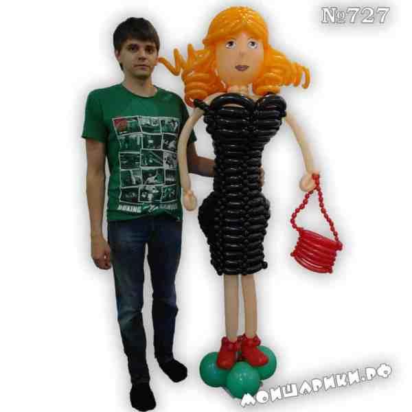 Дама из шариков в черном платье