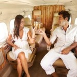 お金持ちは女遊びが激しく孤独ってホント?