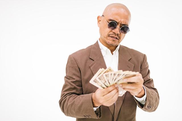 金勘定する男