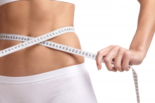 ステロイドを服用しているが痩せようとする女性