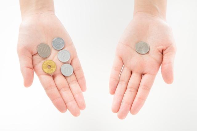 保護証明書の発行料金を確認する生活保護受給者