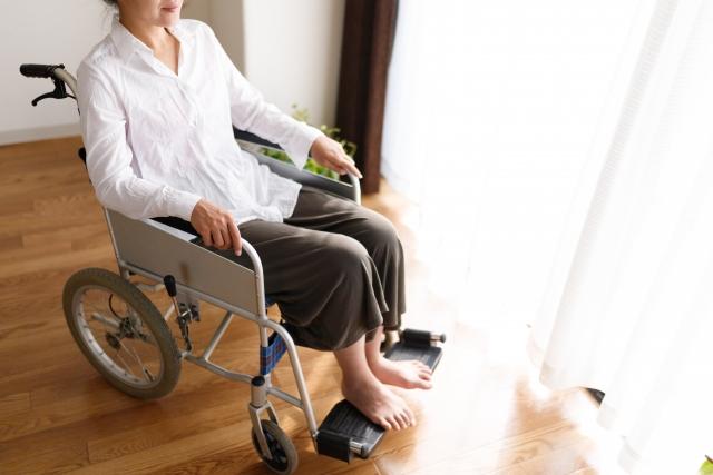 障害を負い生活保護の申請を考えている女性