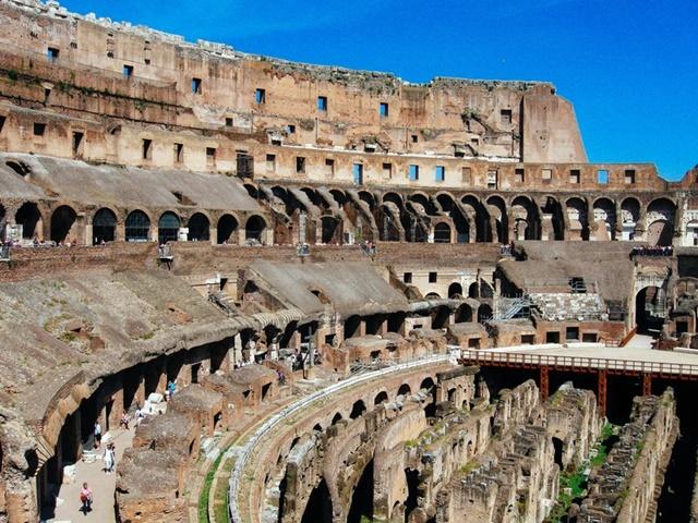 収入認定除外された海外旅行でコロッセオ見学