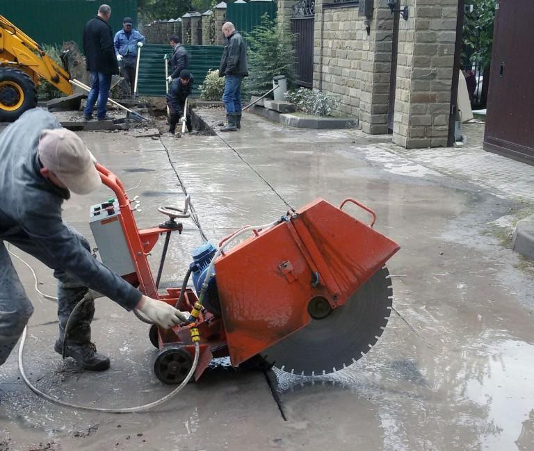 Резка и демонтаж бетонной стяжки