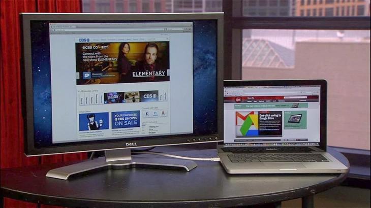 Se udsendelse på skærmen ved at forbinde til den bærbare computer.