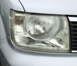 三菱 EKワゴン H81W ヘッドライト磨き!黄ばみ 曇り取り 施工前