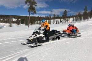 påske scooter fjell snø