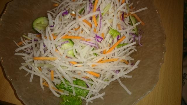 サラダの材料大根