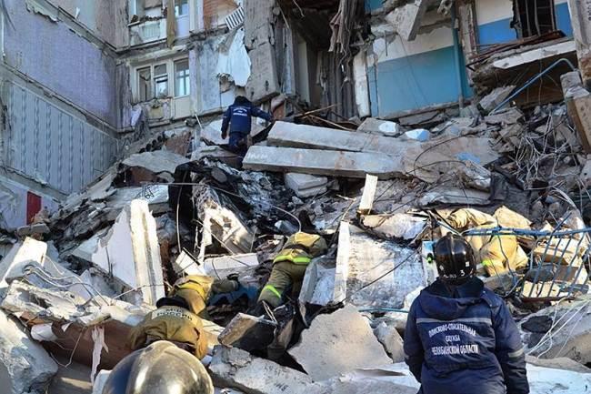 Следственные органы СКР после взрыва возбудили уголовное дело по ч.3 ст.109 УК РФ (причинение смерти по неосторожности двум и более лицам)