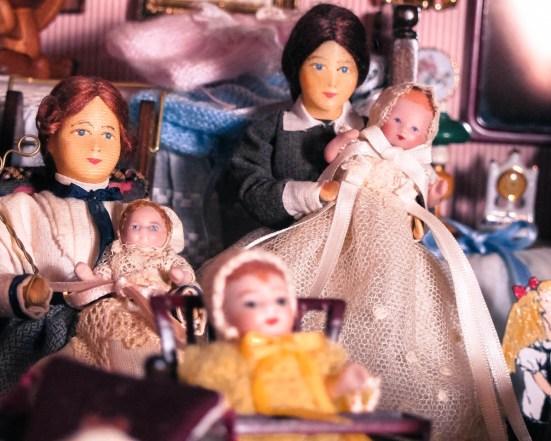Personajes de Erna Meyer en el dormitorio infantil de la Mansión Tristana. ©