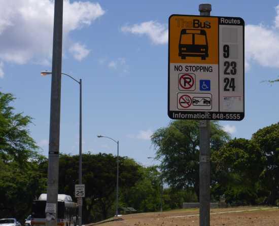 ダイヤモンドヘッド ザバスのバス停