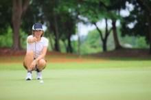 秋 ゴルフ 女性 服装