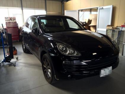 ポルシェカイエン 板金塗装しない自動車のヘコミ修理