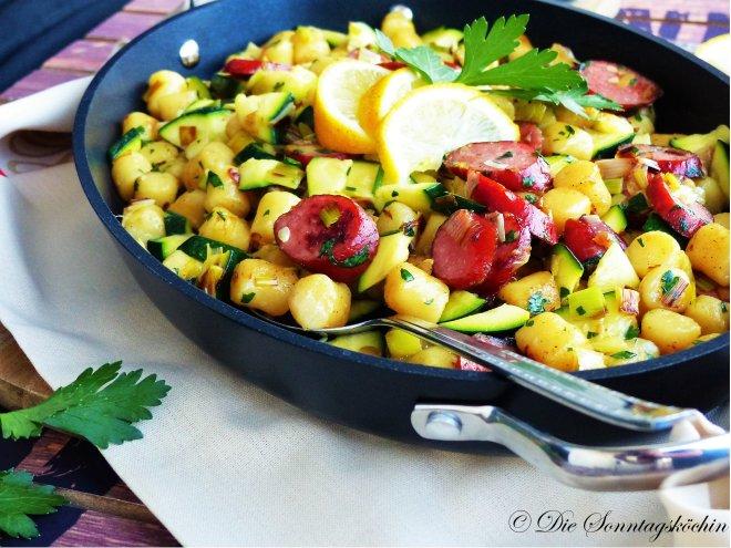 Gnocchipfanne mit Salami und Gemüse