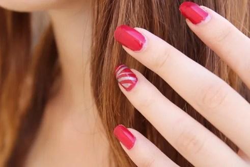 Estilos de uñas mixtas de colores