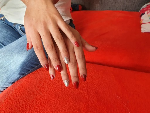 Uñas rojas acrílicas