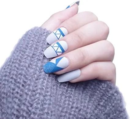 Diseños 2021 uñas azul blanco cielo