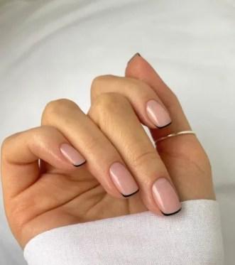 Diseños de uñas 2021 (Tendencias) rosa y negras cortas