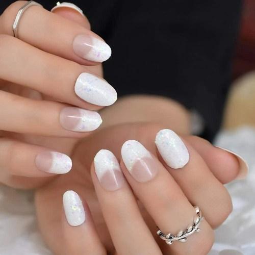 ejemplo de Uñas de gel diseños blancas cortas