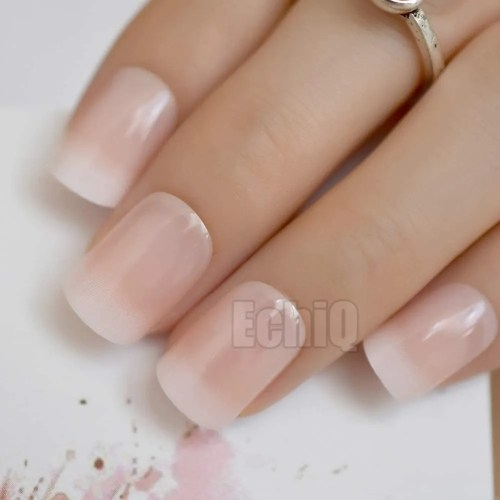manicura francesa, color beige degradado, hermosas y con clase