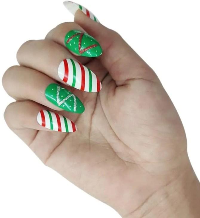 Uñas de Navideñas de Navidad 2021 color verde y blanco