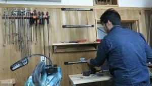 作業部屋のスライド丸ノコの上に簡単な棚を作る (74)