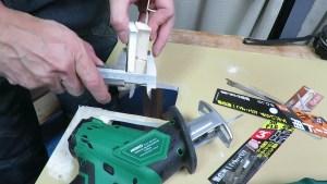 レシプロソーで壁に穴を開ける Zソーの挽きまわし用50とボード用90 (39)
