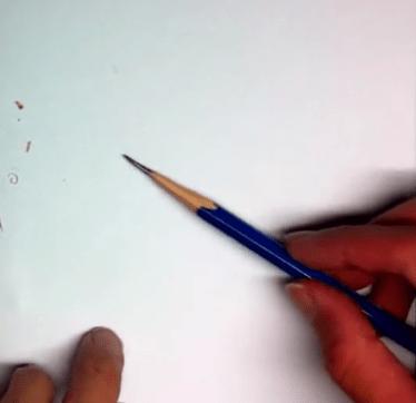 鉛筆をやする