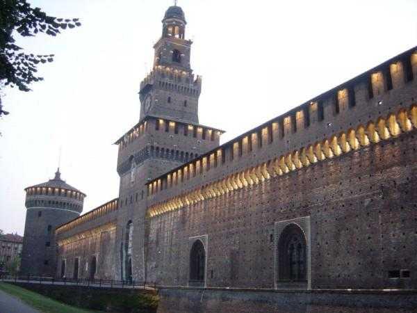 стены и башни итальянского кремля
