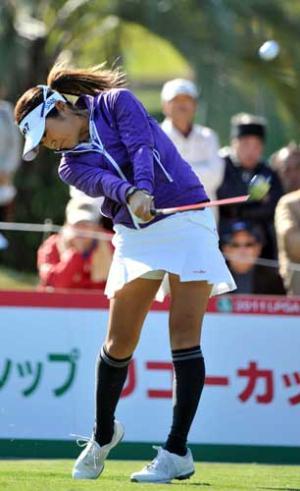 藤本 麻子ゴルフスイング動画画像