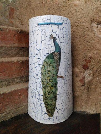 Teja decorada pavo real