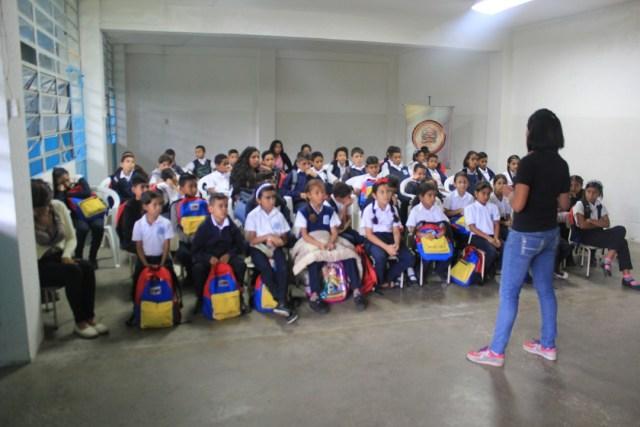 """Programa """"La Contraloría va a la Escuela"""" atendió a 1575 personas durante el mes de octubre"""