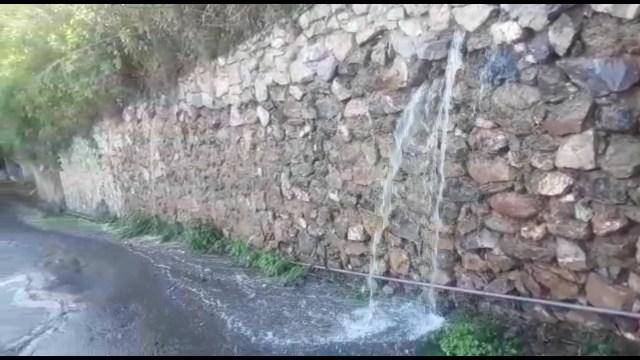 Temen desplome de muro de piedra tras colapso de tubo de Hidrocapital en Los Salias