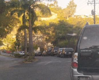 La mega cola para echar gasolina que atormenta a los vecinos de los Altos Mirandinos