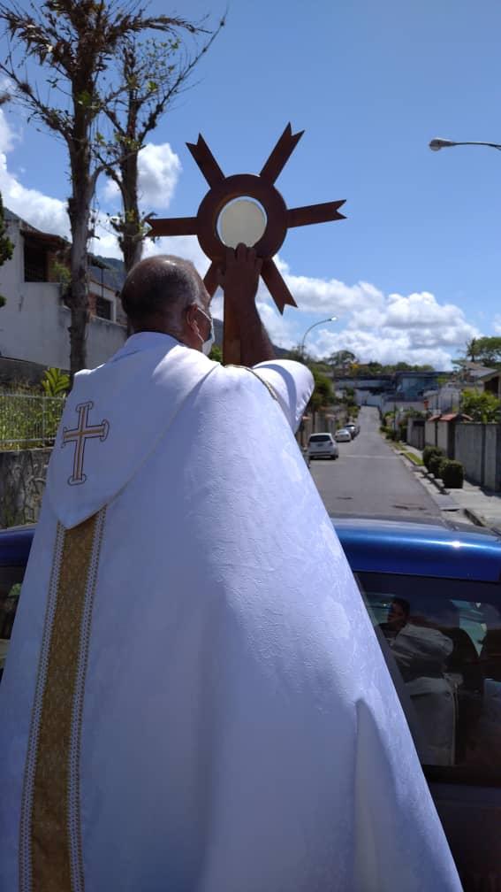 En medio de la cuarentena Jesucristo se mueve en camioneta por Caracas