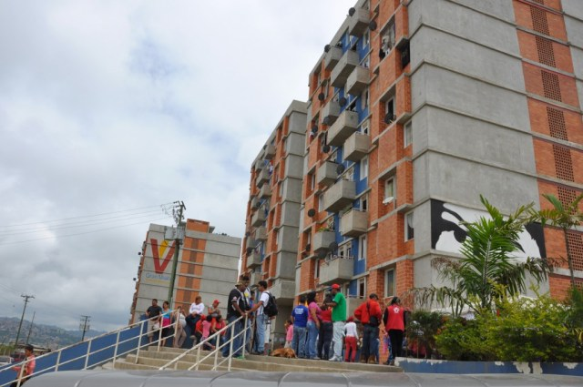 Cierran por 24 horas edificio donde vive mujer contagiada con Coronavirus en Carrizal