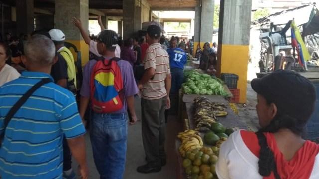 Piden cerrar temporalmente mercado Tocoron ante brote de Covid-19 en Los Teques