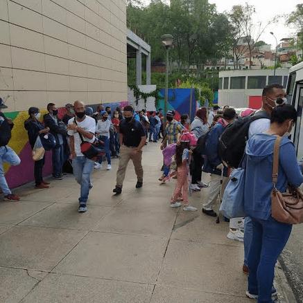 Usuario denuncian pocas unidades Transmiranda y aglomeraciones en paradas para bajar a Caracas