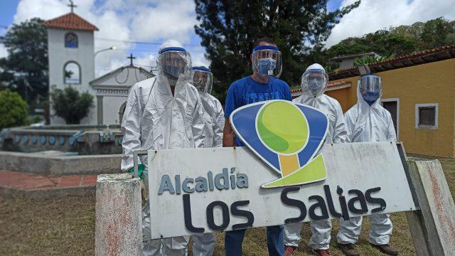 """Héroes anónimos: """"Escuadrón"""" de la desinfección lleva tranquilidad a miles de sanantoñeros"""