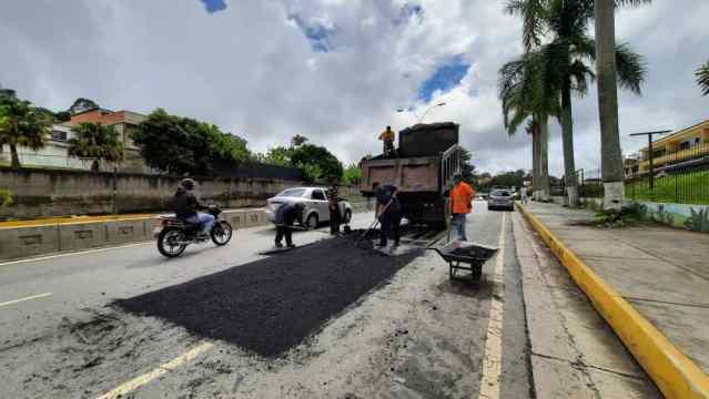 Aplicarán 500 toneladas de asfalto para recuperar vialidad dañada por Hidrocapital