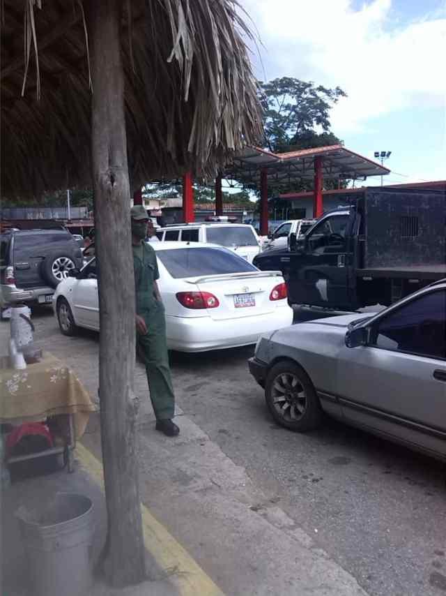 «Falta de gasolina lesiona la dignidad de mirandinos», asegura dirigente de Vente Guaicaipuro