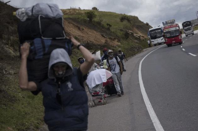 Caminantes y retornados convergen en La Parada
