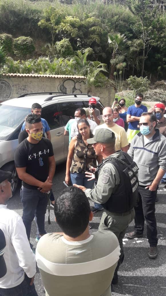 Usuarios de la E/S Oveja Negra denuncian que encargada de la bomba y la GNB se burla de los conductores