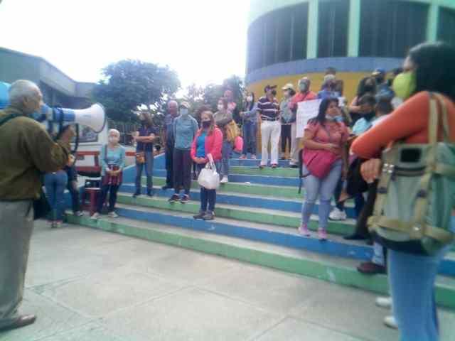 «No renunciaremos, no queremos bono ni CLAP, queremos sueldos dignos», docente protestan en Los Teques