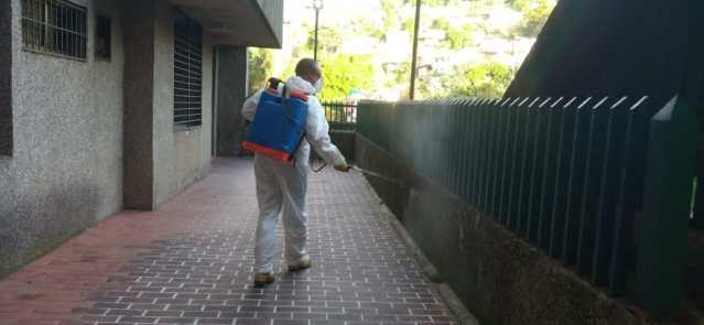 Desinfectaron edificios en El Picacho y La Rosaleda