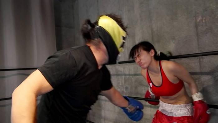 ボクシングに挑戦したセクシー女優新垣ことりが失神KOするまで腹パンチを食らいもがく姿がヤバイ!!