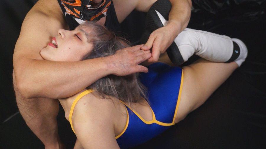 桃菜あこ&YUEが男の首絞めで失神させられまくるMIXプロレス!