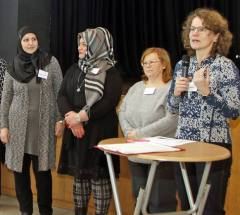 Lahr Kommunaler Flüchtlingsdialog im MPG Vorstellung der Übersetzer re. Carla Schönfeld