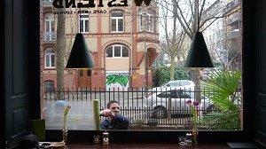 Martin Stittrich bei der Arbeit in Wesbaden - Fensterglas