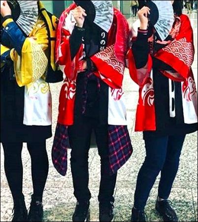 全身 コーデ メンバー 法被 名前 ツアーTシャツ タオル まとめ 説明 紹介 歌う シンガロング 声援 マナー 迷惑 配慮 サインライト ブレード コンサートライト ペンライト サイリューム サイリウム 法被 法被 ペンラ ツアーTシャツ ネックレス グッズ アイテム メンバー ステージ 衣装 銀魂 浦島坂田船 マンウィズ 遠征旅行 スーツケース キャリーバッグ キャリーバック 移動 持ち運び 野外 フェス 会場 ハコ 箱 ライブハウス 公演 ノウハウ 知識 経験 アーティスト ミュージシャン 持ち物 手荷物 荷物 服装 衣類 ライブ 遠征旅行 準備 方法 マニュアル 家族 周り 理解 協力 お願い 伝える スケジュール 計画 予定 調整 予約 タイミング 時期 ホテル 宿 足 交通手段 新幹線 飛行機 高速バス 特急 電車 チケット 譲渡 お願い プラカード 全行程 遠征旅行 ライブ ライヴ コンサート 遠征旅行 動作 作業 タスク 全て 全部 まとめ 整理 説明 紹介 気持ち テンション 熱量 熱さ 年齢 層 高齢化 性別 男 女 配慮 必要 大切 天候 天気 予報 チェック 確認 季節 冬 防寒 夏 防暑 注意点 ライヴ 種類 名前 設定 規制 制限 ライブ会場 種類 説明 紹介 アーティスト 持ち物 応援 グッズ アイテム 格好 定番 お約束 遠征旅行 準備 用意 方法 考え方 ライブ ライヴ コンサート 遠征旅行 服装 持ち物 荷物 手荷物 用意 準備 方法 促進 買い物 購入 Amazon.co.jp アマゾン ショッピングモール 購入ボタン サイト